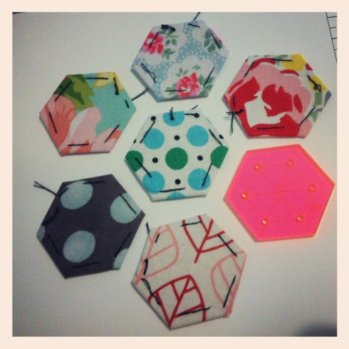 Squeeee - Mini Hexies along with my pink template!