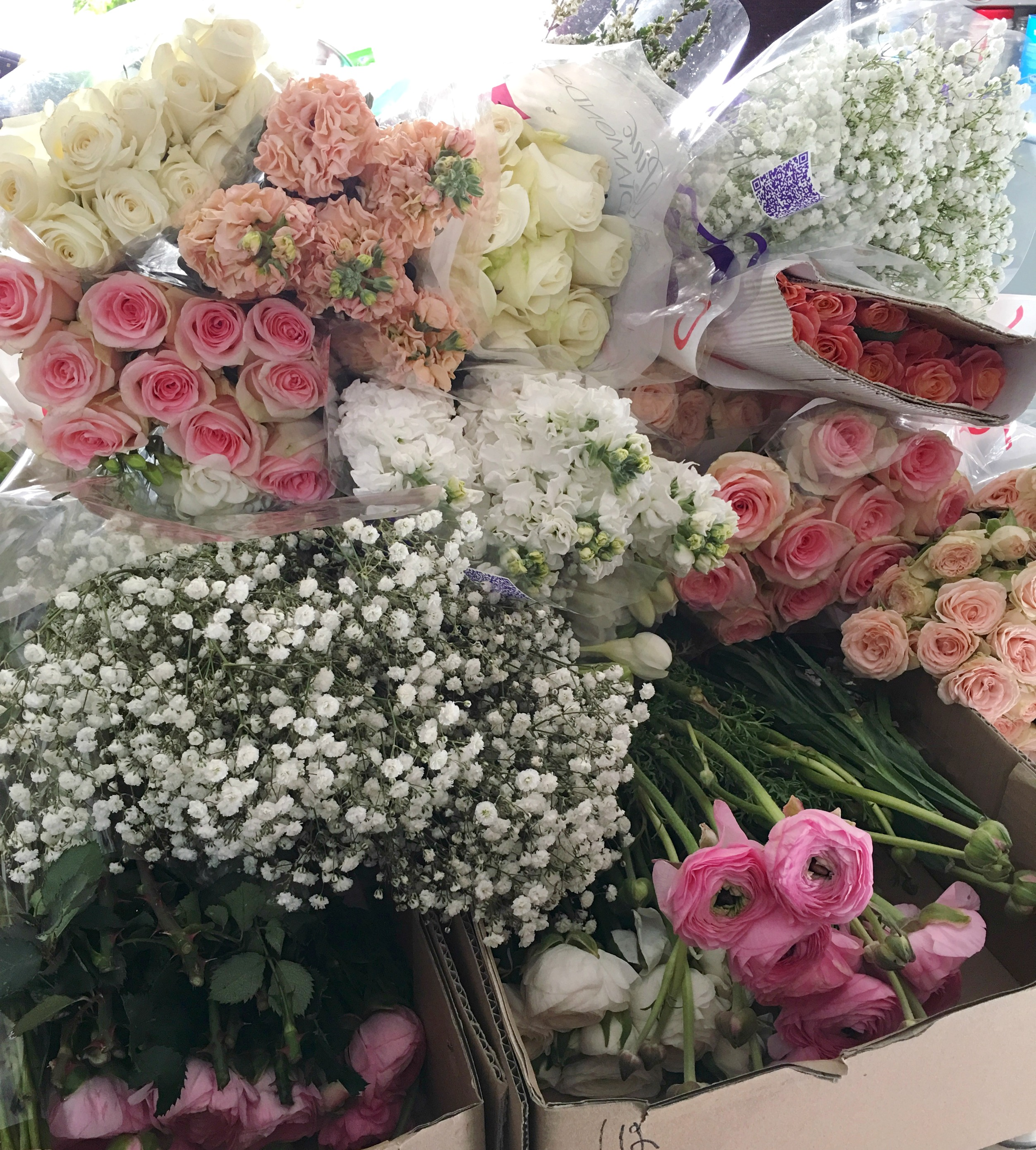 My 30th birthday weekend 3and3quarters friday day two was all about the flowers and boy did we get lots of flowers the colour palette was whites blush pinks peaches and soft and rustic izmirmasajfo